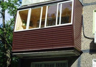 Обшивка балкона сайдингом: дымчатый цвет от компании мастер .